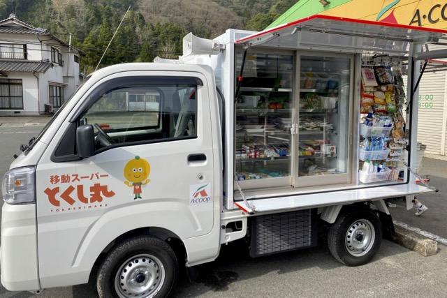 写真:移動販売車「とくし丸」